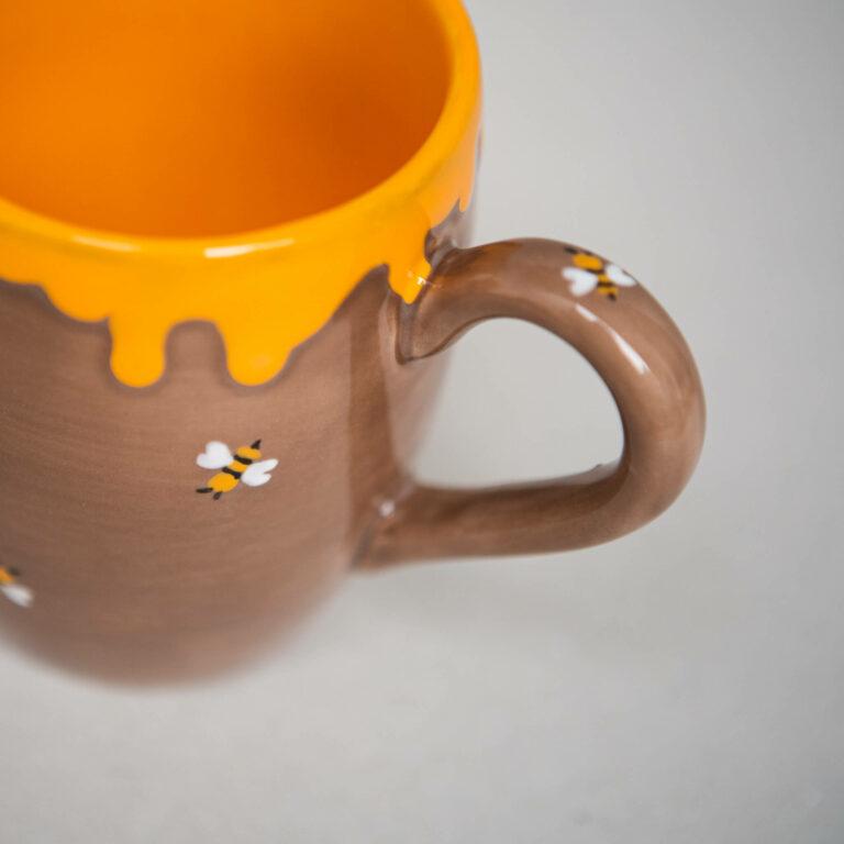 keramikpost-milchkaffee-becher-bienen-detail